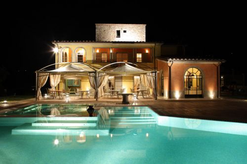 Hotel di lusso con piscina interna umbria turismo for Case di lusso con piscina